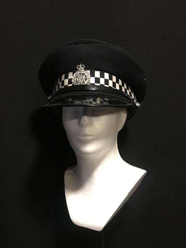 czapka brytyjskiej policji